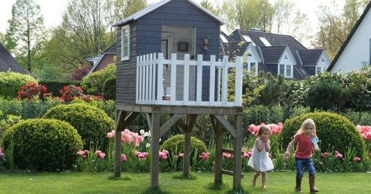 Spielhaus, Buchsbaum Kugel, Kinder