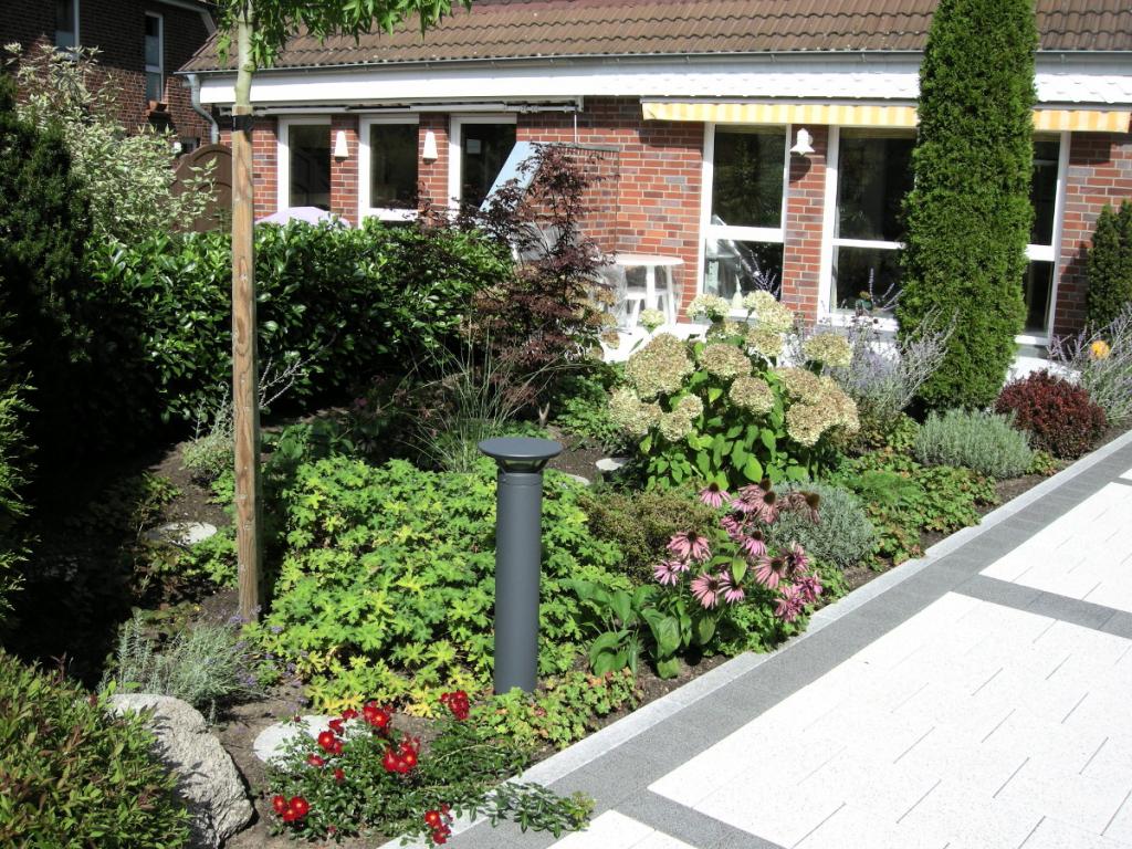 Baumpflanzung, Terrasse, Bargfeld Stegen